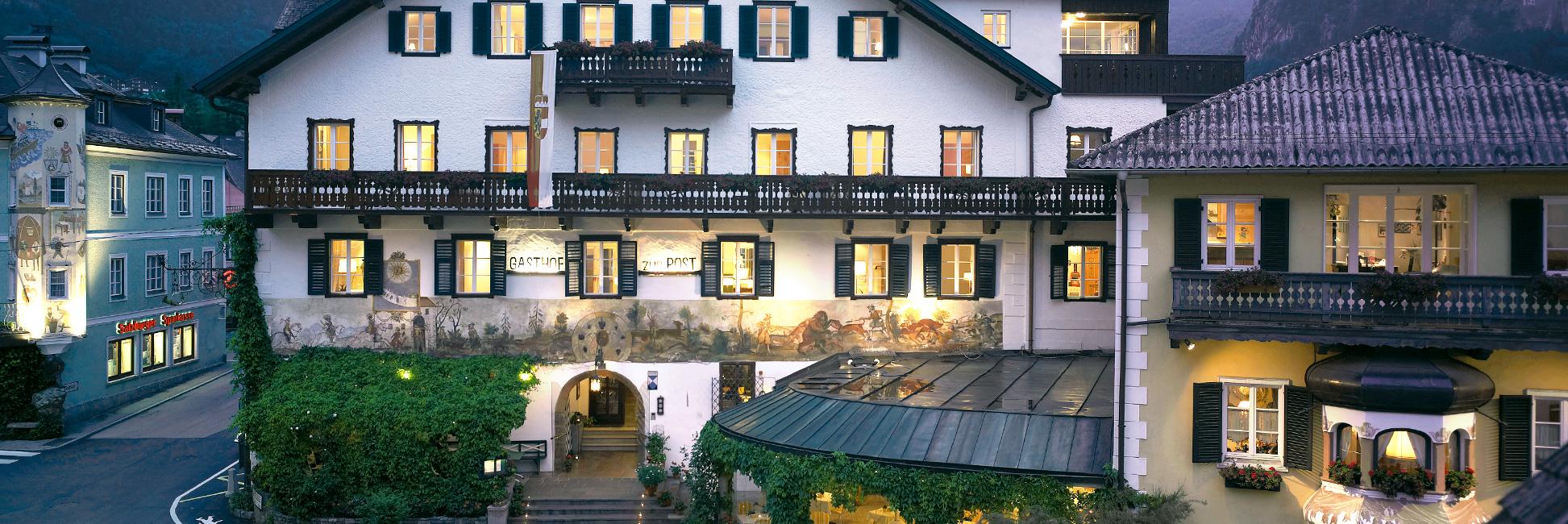 Hotel Gasthof zur Post Aussenansicht Abend