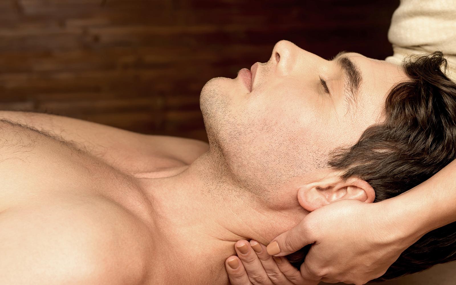 Фотки массажа которая мужчини делает женщинам 12 фотография