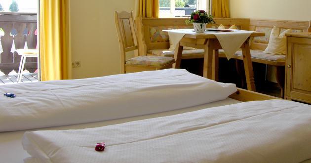 """Betten Zimmer """"Wolfgangsee-Familie"""" Hotel Gasthof zur Post"""