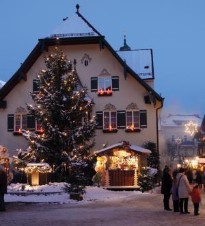 Hotel Gasthof zur Post Adventmarkt St. Gilgen Rathaus