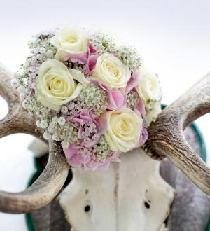 Antler with bridal bouquet in Gasthof zur Post.